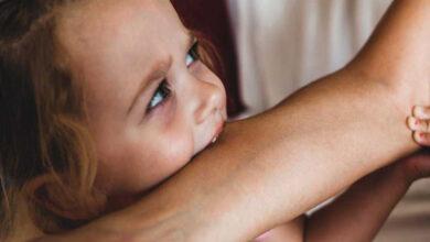 تصویر از چگونه از گاز گرفتن کودک جلوگیری کنیم ؟