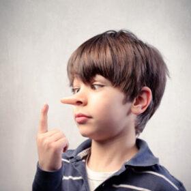 چرا کودکان دروغ می گویند و چگونه از آن جلوگیری کنیم