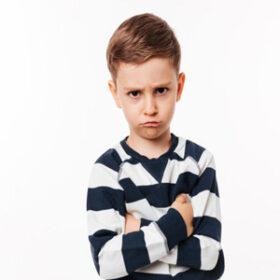 چگونه با کودک حرف گوش نکن برخورد کنیم