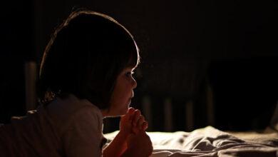 تصویر از راه های کاهش ترس کودک از تاریکی چیست ؟