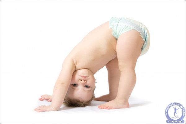 کودک به حرکات بدنی نیز علاقه مند است