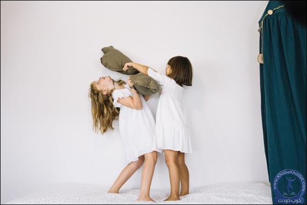 بچه ها ممکن است یکدیگر را هل بدهند
