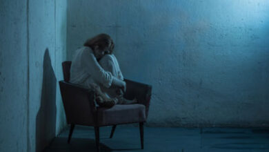 تصویر از راه حل رفع آسیب کودک بعد از مرگ مادرش بر اثر کرونا
