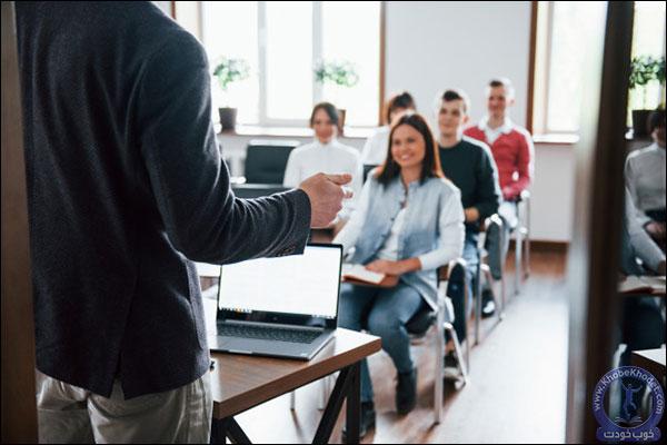 عضو گروه هایی شوید که بتوانید مهارت صحبت در جمع را در خود توسعه دهید.