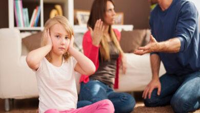 اختلاف پدر و مادر در تربیت کودک چه آسیب هایی به او میزند