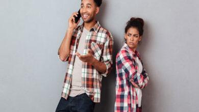 مردی که رابطه قبلی خود را با وجود رابطه جدید قطع نکرده است